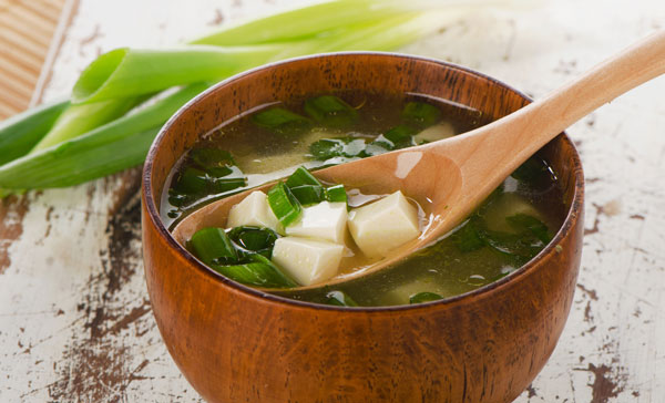How do you make easy miso soup