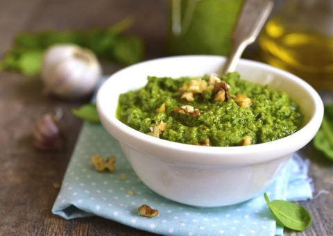 ENJOY NUTRIENT-RICH SPINACH PESTO WITH COCONUT OIL