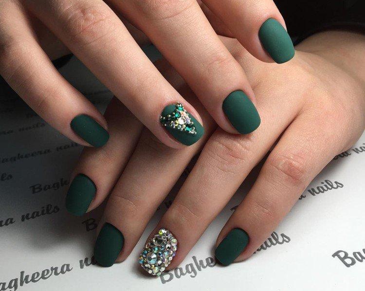 Matte green manicure
