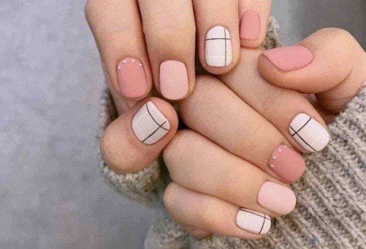 Monochrome manicure