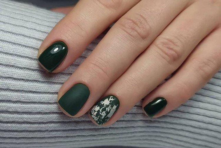 Bright colors in manicure