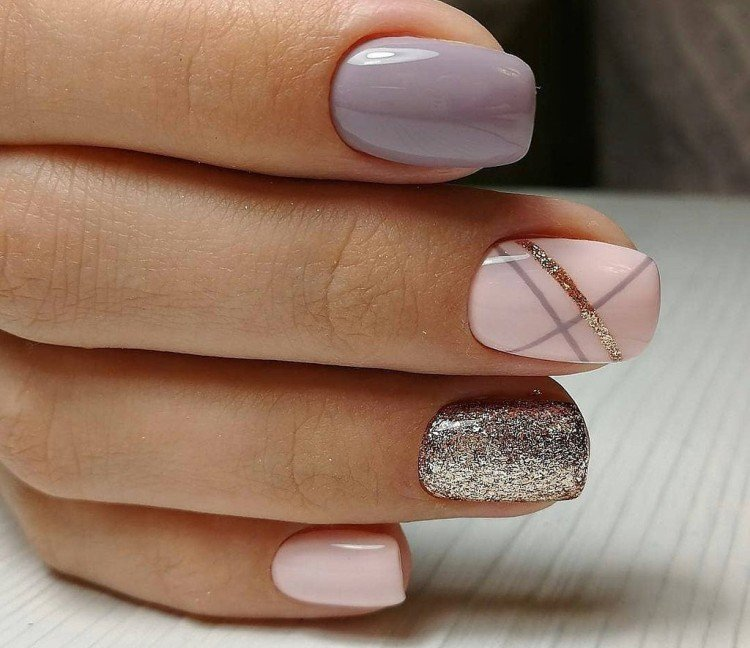 Glitter manicure to school