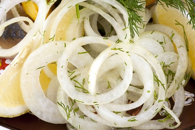 Pickled onions with lemon and herbs